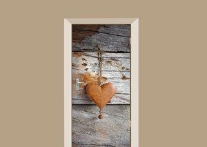 Deursticker hartje roest op houten schuur