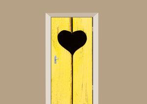 Deursticker houten deur met hart geel