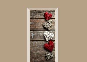 Deursticker hartjes op houten schuur