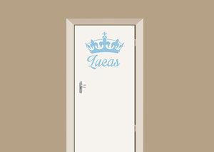 Deursticker babykamer kroon met naam blauw 65x61 cm.