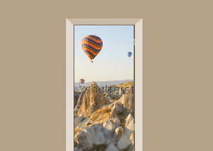 Deursticker luchtballonnen in de bergen