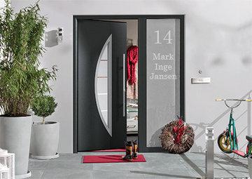 Voordeur sticker met huisnummer en namen 12.4