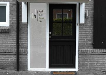 Voordeur sticker met namen en huisnummer A32.1